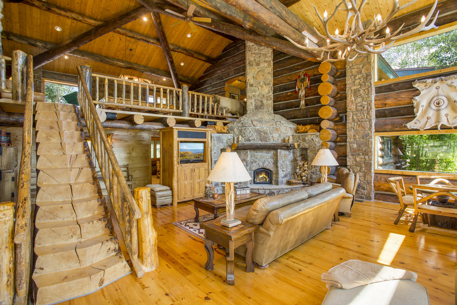 3133 County Road 518-MLS_Size-007-45-Living Room-1800x1200-72dpi