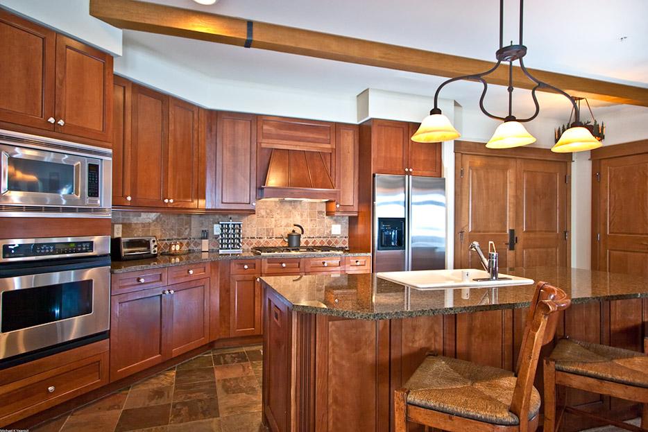 Kitchen1LowRes Lone Eagle Condos