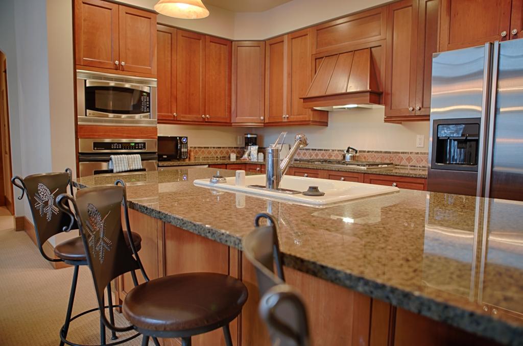 kitchen2 2463182412 O Lone Eagle Condos