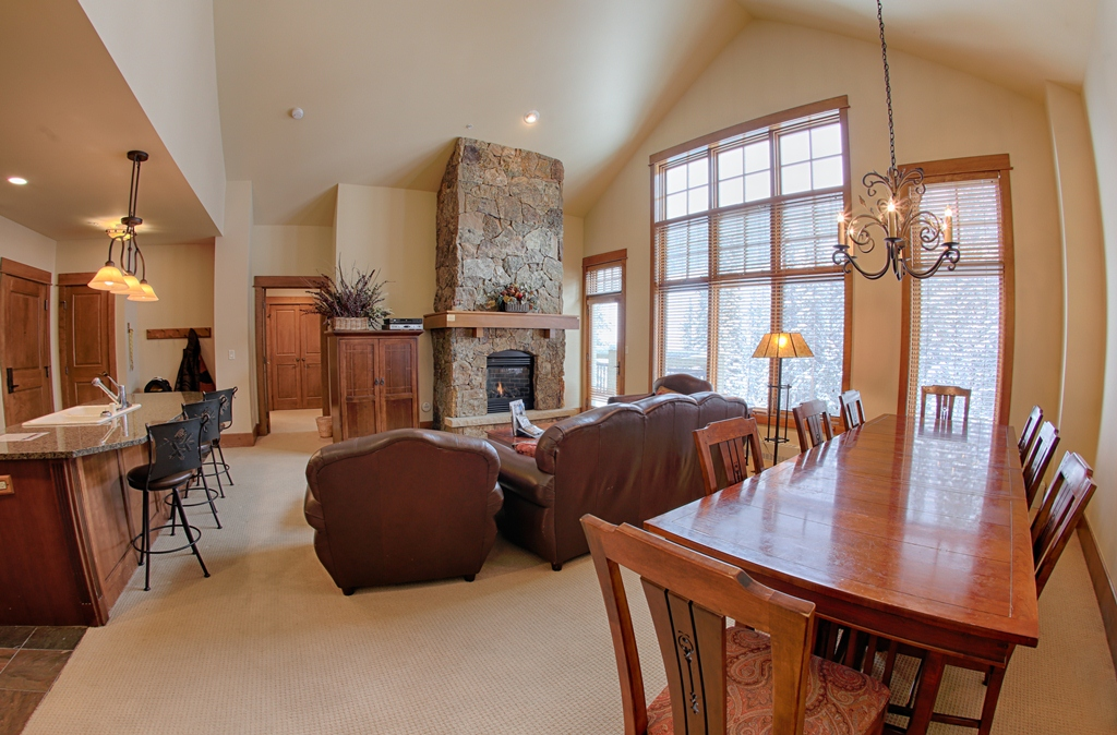 living room 2 2463182453 O Lone Eagle Condos