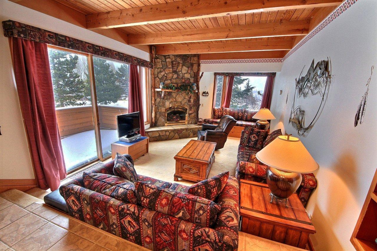 1319 ENTRANCE edited 2 Copy 700x400 North Keystone Real Estate