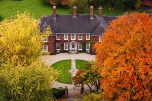 mansion-in-autumn-871297104754mGb