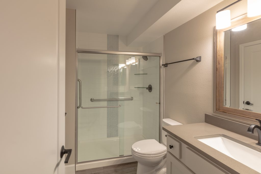 Large bathroom in Heather Gardens unit