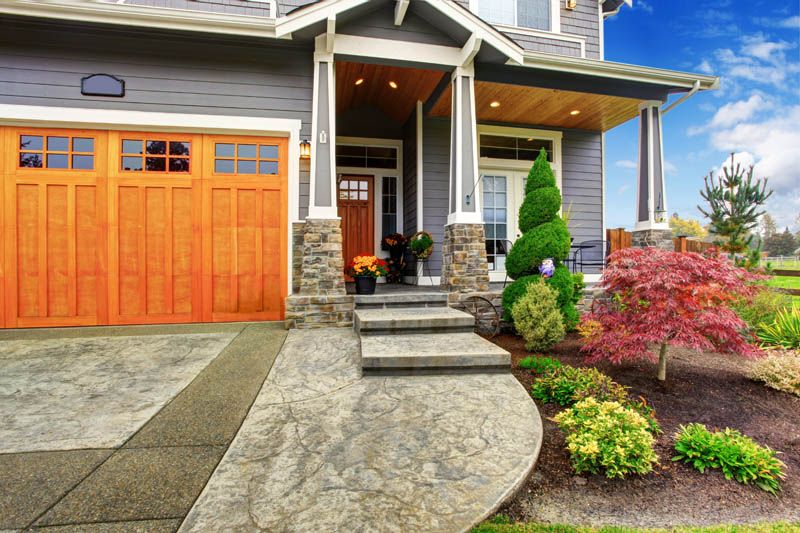Landscaping Tips to Sell Your Home